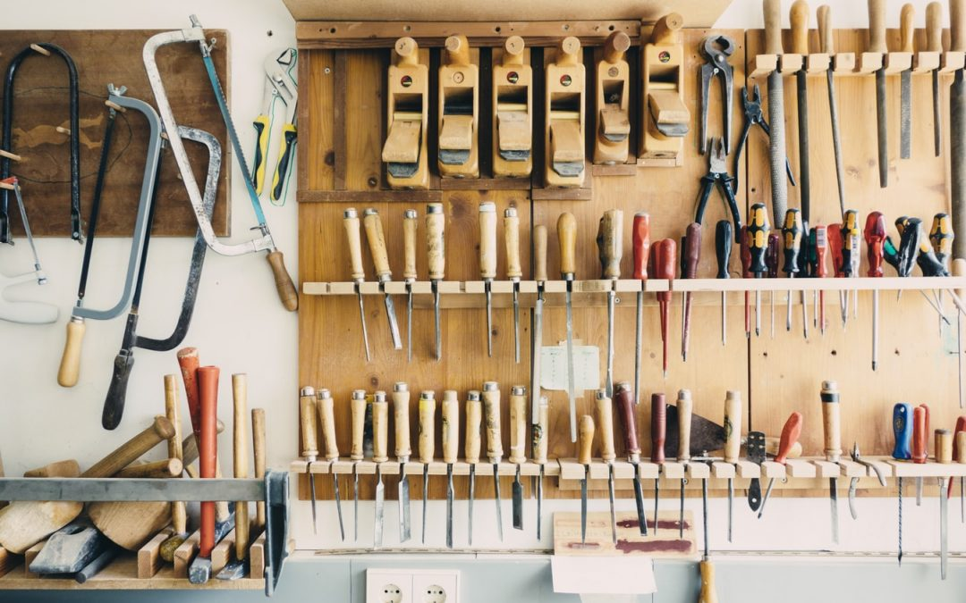 How to Choose Woodworking Tools to Create Wooden Furniture For Veterans